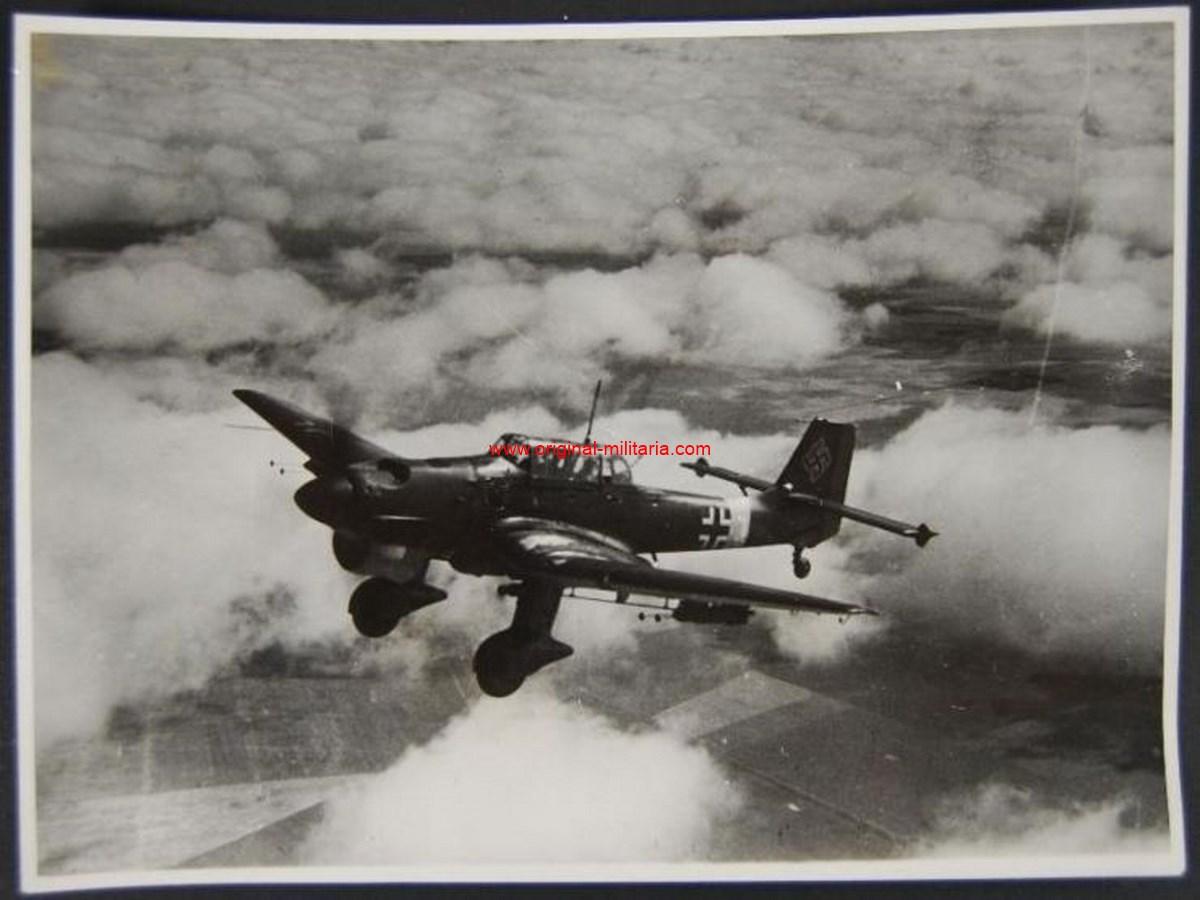 LW/ Foto de Prensa de un Junkers Ju 87 Stuka